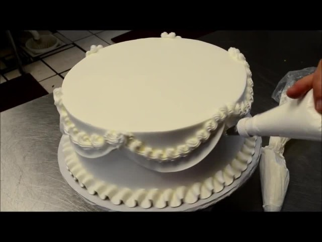 La tecnica per decorare una torta nuziale - Decorare una porta ...