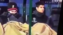 Cosa combina Philippe Coutinho sotto la coperta? Le immagini scatenano la malizia degli utenti