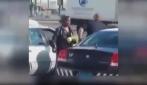 Poliziotto dona le uova alla donna che aveva cercato di rubarle
