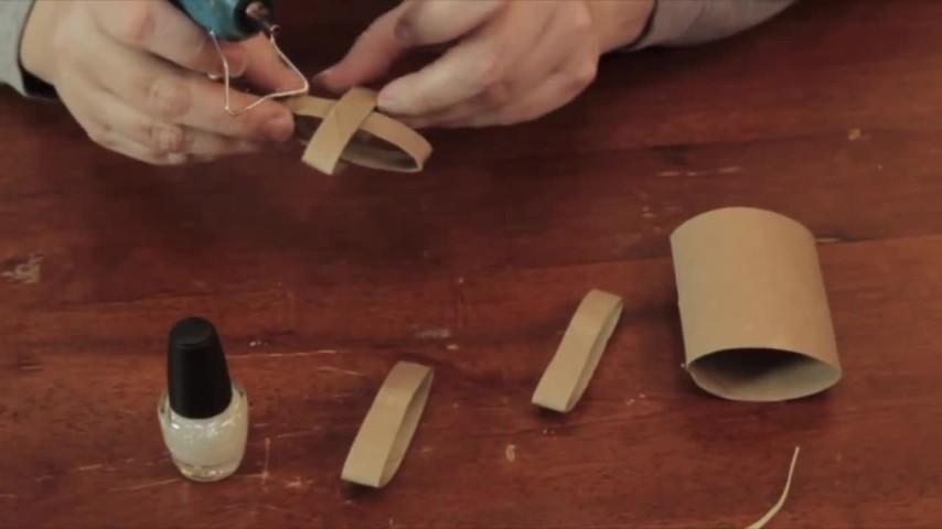 Rotoli Di Carta Igienica Lavoretti Natalizi : Creare una decorazione di natale usando il rotolo di cartone della