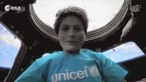 """Samantha Cristoforetti canta """"Imagine"""", per un mondo a misura di bambino"""