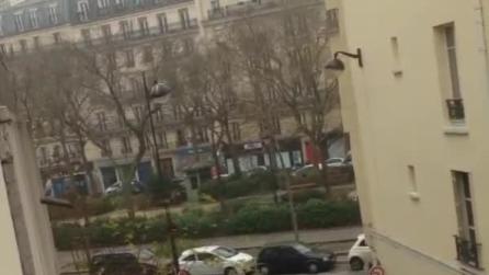 Parigi, il video degli spari alla redazione di Charlie Hebdo