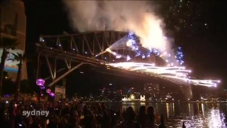 A Sydney è già capodanno: lo spettacolo pirotecnico in città