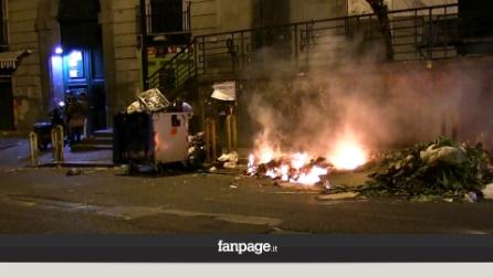 Napoli, roghi di immondizia dopo i botti di Capodanno