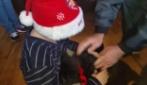 Bambino riceve la sorpresa più bella nel giorno di Natale e scoppia il lacrime