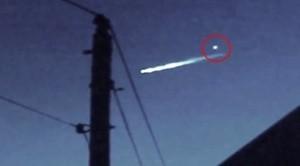 """Il meteorite attraversa il cielo e """"sgancia"""" un pezzo: ma di cosa si tratta?"""