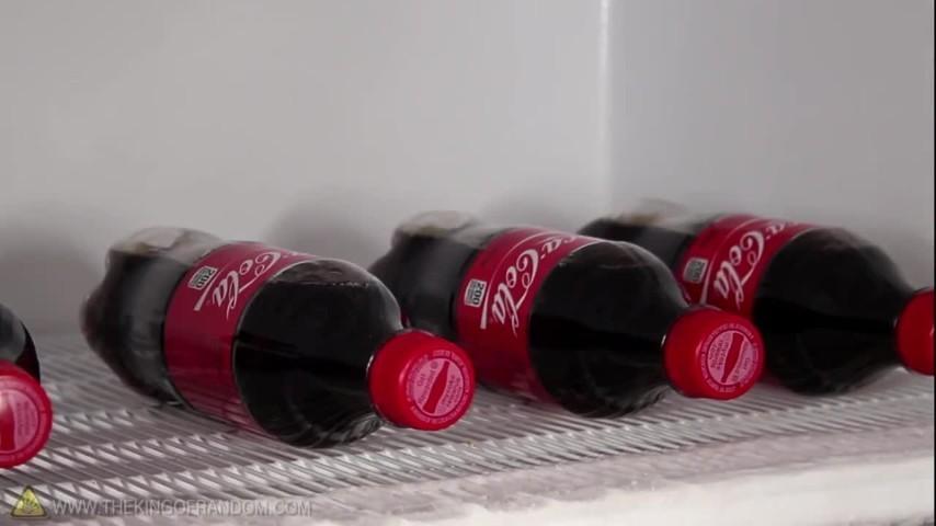 La tecnica per congelare in modo istantaneo la Coca Cola