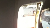 Costretti più di un'ora al caldo nell'aereo, passeggeri aprono l'uscita di emergenza