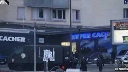 Il blitz della polizia a Porte de Vincennes: le immagini della liberazione degli ostaggi