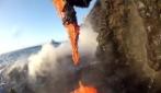 Dopo l'eruzione, la lava finisce in mare: l'effetto è suggestivo