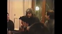 """Pino Daniele canta """"Je so' pazzo"""" con Maradona e Careca a casa di Ferrara"""