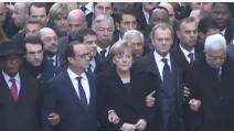 Parigi, i capi di Stato sfilano a braccetto nel corteo anti-terrorismo