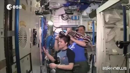 L'acconciatura spaziale di @AstroSamantha
