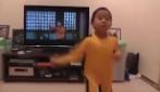 Ha solo 4 anni e sembra essere la reincarnazione di Bruce Lee