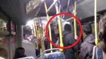 """""""Non bestemmiate"""" e sul bus viene pestato a sangue"""