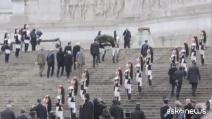 Mattarella all'Altare della Patria, guardia d'onore e banda