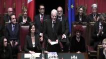 La gaffe del Presidente Mattarella: confonde i fogli del discorso e si scusa