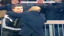 Bayern-Schalke04, Guardiola abbraccia il quarto uomo