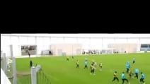 Il gran gol di Demichelis in allenamento: palleggio, sombrero e tiro al volo all'incrocio