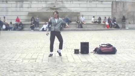 Sosia di Michael Jackson a Roma: che spettacolo