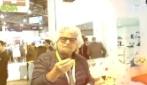 """Beppe grillo mangia i dolci stampati in 3D: """"Non ci sarà più bisogno di cuochi"""""""