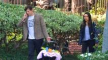 Mila e Ashton si concedono una passeggiata di relax con la piccola Wyatt
