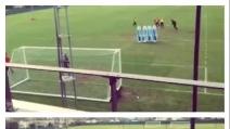 Mario Balotelli e i calci di punizione in allenamento