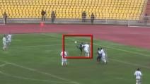 """Un gol straordinario di tacco al volo: si trasforma in uno """"scorpione"""" in area di rigore"""