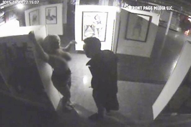 Coppia fa sesso in un museo e viene beccata dalle telecamere