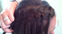 Come fare una treccia con i capelli corti