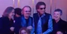"""Toto Cotugno ricorda una serata divertente con gli amici a cantare """"Felicità"""""""