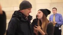New York, ecco cosa succede se una ragazza prova a baciare casualmente i passanti