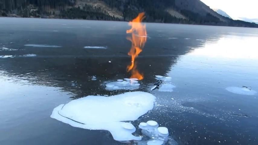 Lingue di fuoco dal ghiaccio: lo strano caso del lago norvegese