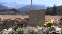 Stele ricorda le vittime della catastrofe aerea del 24 marzo 2015