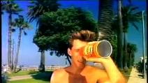 Brad Pitt nello spot Pringles