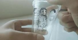 Prende tre bicchieri di plastica e realizza una divertente animazione