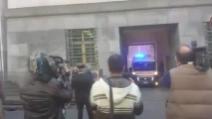 Strage di Milano, l'uscita dell'ambulanza dal tribunale