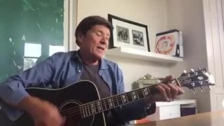 """Morandi su Fb: """"Non ho mai postato la canzone che mi ha portato al successo"""""""