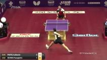 Magia al tavolo da ping pong: sembra spacciato, ma con un colpo di alta scuola ribalta e conquista il punto