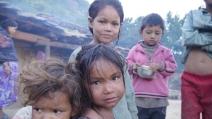 Mancano aiuti e i bambini sono rimasti soli: Save The Children lancia l'allarme in Nepal