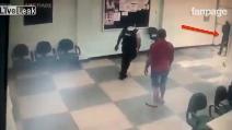 Rapinatori entrano in banca: ecco la reazione della guardia giurata