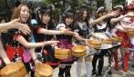 Piccole clienti in un Maid Café ad Akihabara