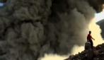 Che rischio per i turisti! A pochissimi metri dall'eruzione del vulcano Telica