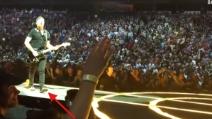 U2: brutta caduta dal palco per Edge a Vancouver