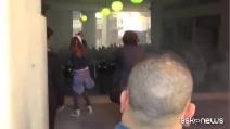 Genova, scontri tra manifestanti anti Salvini e la polizia