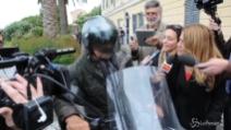 """""""Dove aspetterà i risultati?"""" Beppe Grillo fugge a bordo della sua moto"""