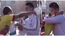 James Rodriguez regala la sua maglietta ad un giovane tifoso