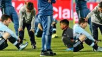 Cile Argentina, ecco chi sono i bambini che consolano Messi