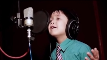 """Ha 4 anni e canta """"I Will Always Love You"""": una tenerezza infinita"""