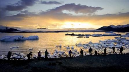 Viaggio in Islanda verso il sole di mezzanotte: le folgoranti immagini